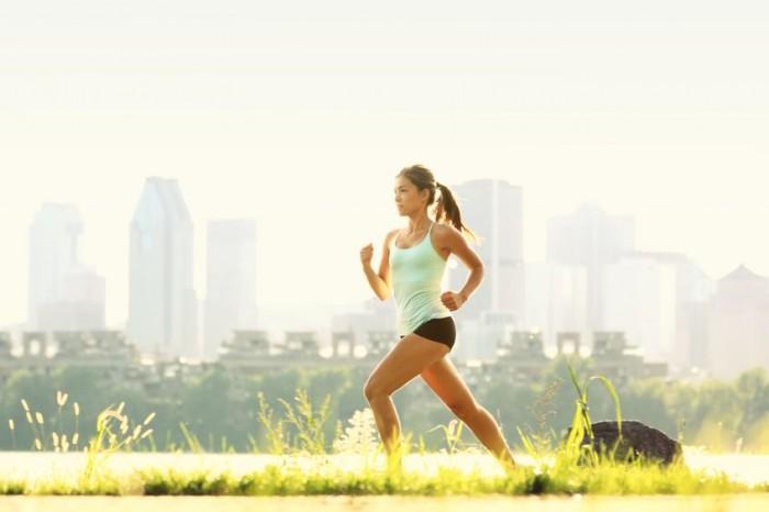 Chica ejercicio corriendo running