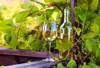 Beneficios del vino blanco para salud