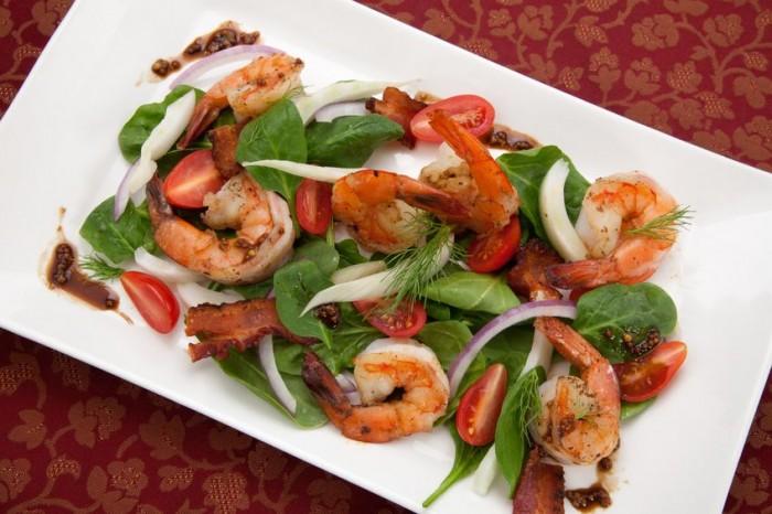 Receta Dukan Ensalada de brotes de espinaca con tomates y gambas