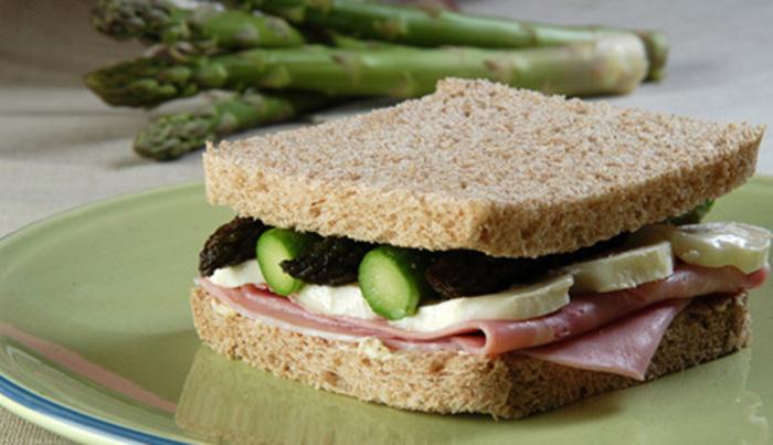 Receta de Sándwich de espárragos con queso de cabra